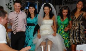 Засвет прозрачных трусиков у невесты на свадьбе