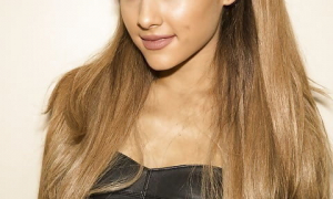 Ariana Grande 19