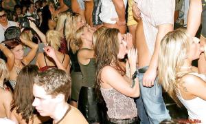Пьяная развратница на вечеринке 452