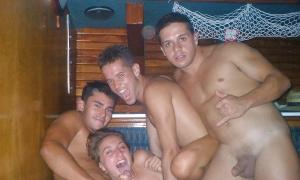 Три парня на одну молодую девушку фото