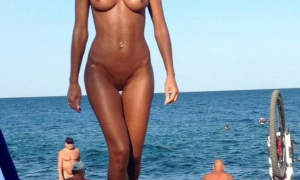 На нудистском пляже 258