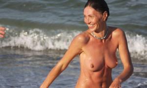 На нудистском пляже 648