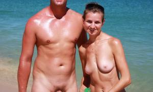 На нудистском пляже 690