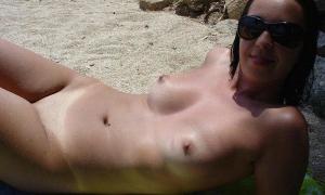 На нудистском пляже 9