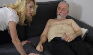 Дед показывает член молодой блондинке фото
