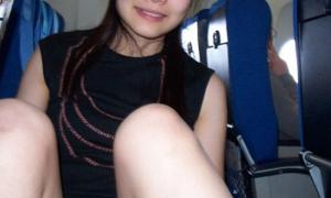 Азиатка показала писю в самолёте