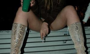 Бухая студентка на лавке без трусиков