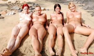 Девушки голые загорают на песочке