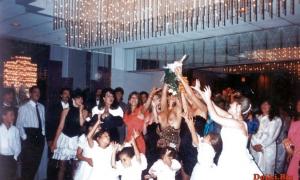 На свадьбе дружка засветила грудь