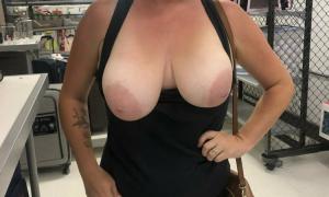 Обнажила большую грудь в супермаркете