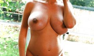 Беременная красотка с большой грудью фото