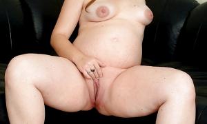 Беременная мастурбирует киску фото