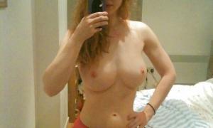 Селфи рыженькой красотки
