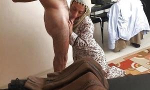 Турочка делает минет а муж делает селфи фото