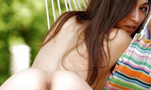Красотка с сомкнутыми половыми губками фото