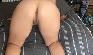Перед сексом сфоткал голую жену в боевой стойке фото