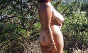 Жена на природе без одежды фото