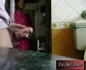 Сестра запалила брата за дрочкой в туалете 3gp видео